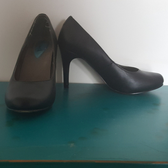 Fizwell Shoes - 8W Fizwell Black Pumps